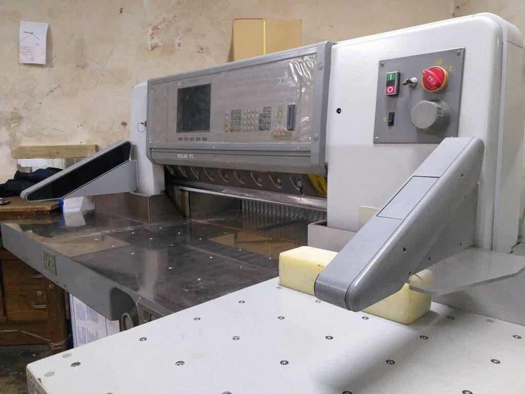 دستگاه برش پلار دیجیتال دهنه 90-خدمات پس از چاپ کویر سبز